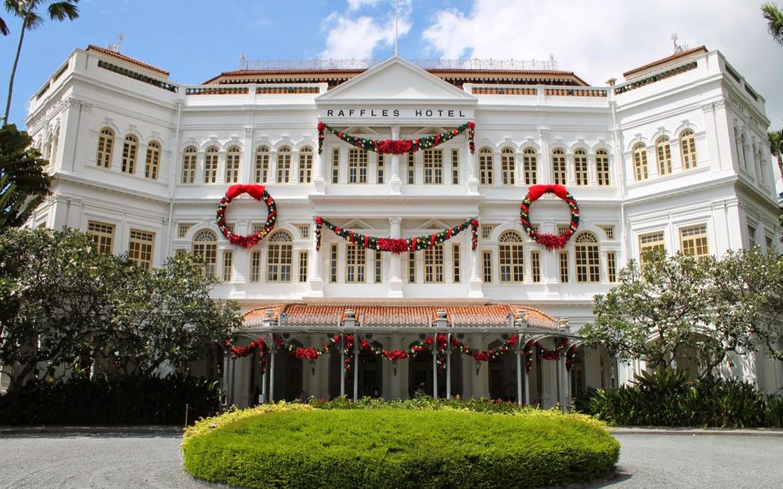 Raffles-Hotel-Singapur-zur-Weihnachtszeit-1170x731.jpg
